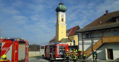 B 3 in Frauenau; Heizungsbrand mit Personen im Gebäude