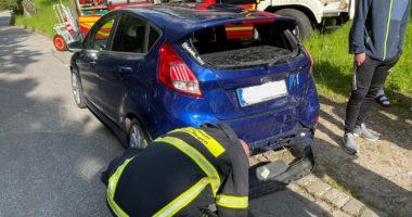 THL 1: Mopedfahrer auf Auto aufgefahren und schwer verletzt