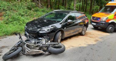 THL 1: Verkehrsunfall PKW gegen Motorrad auf der Gemeindeverbindungsstraße